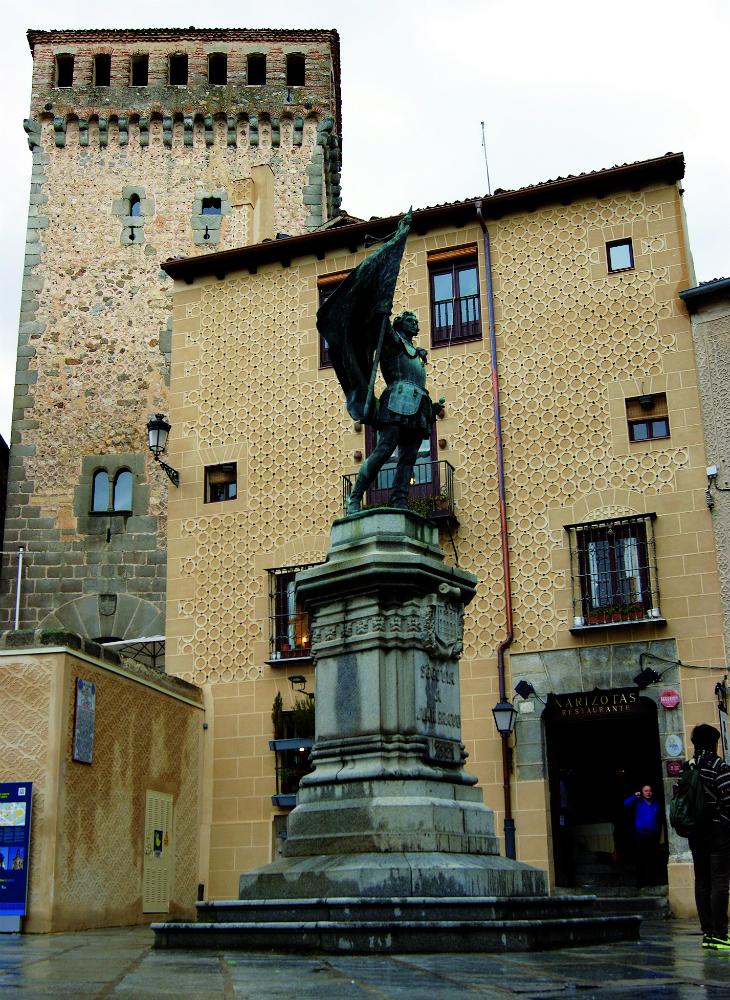 Juan Bravo preside la Plaza de Medina del Campo (fotografía, Ricardo Ortega)