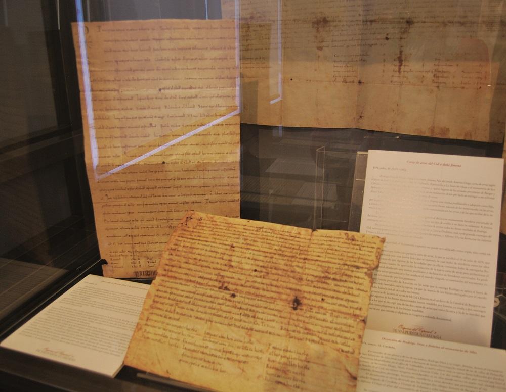 Sobre estas líneas, algunos de los documentos que se pueden ver estos días en la exposición del Palacio de la Isla.