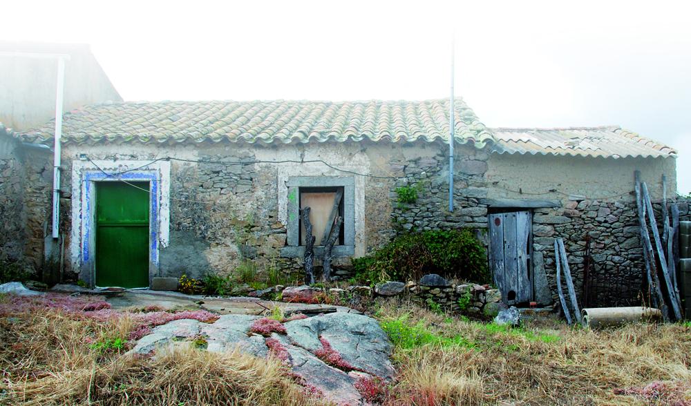 Humilde casa de la localidad donde la tradición oral sitúa el nacimiento de Juan del Enzina.