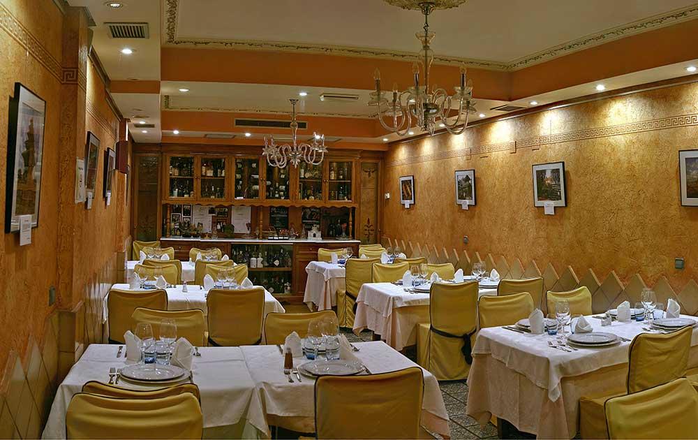 Restaurante-El-Ruedo-Sahagun-sala